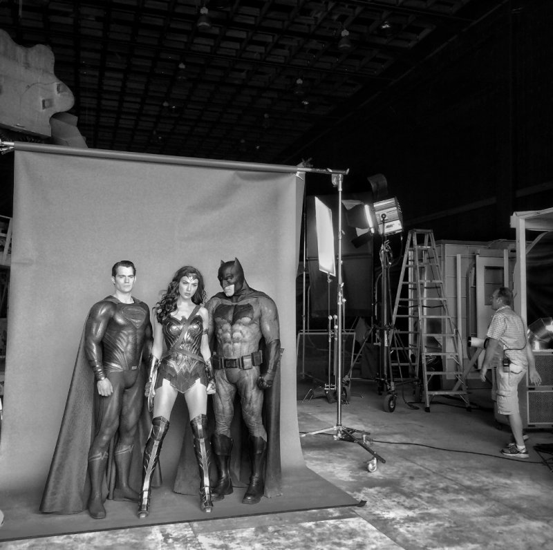 Zack Snyder Shares Set Photo Of Batman, Wonder Woman, And Superman Together For The -5853
