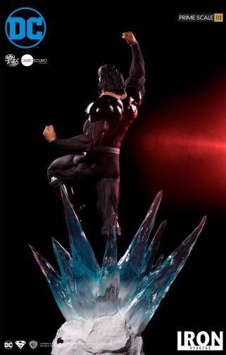 Iron Studios - DC Comics - Superman - Black Suit - 08