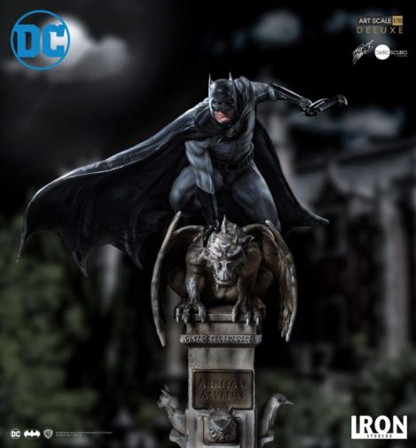 Iron Studios - Batman Deluxe Art Scale - Batman - 02