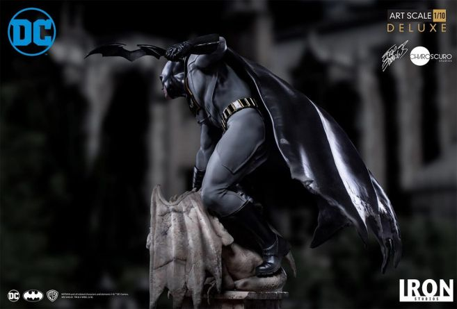 Iron Studios - Batman Deluxe Art Scale - Batman - 06