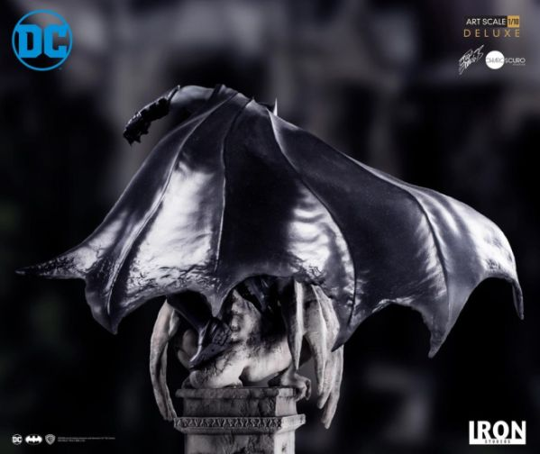Iron Studios - Batman Deluxe Art Scale - Batman - 12