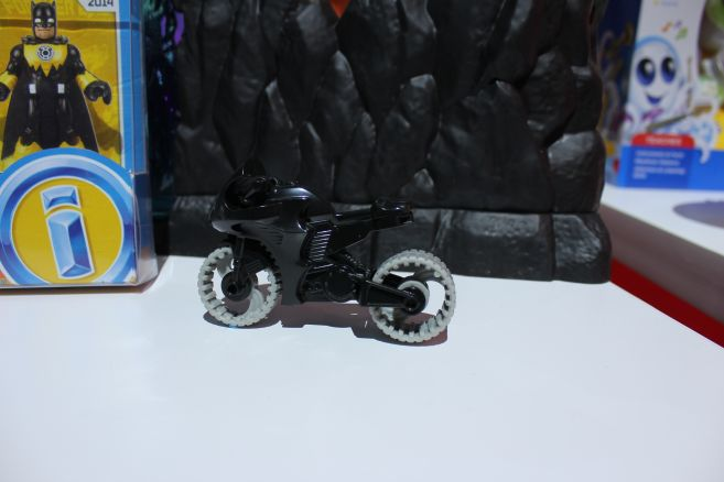 Mattel - Toy Fair 2019 - Imaginext - Batcave - 02