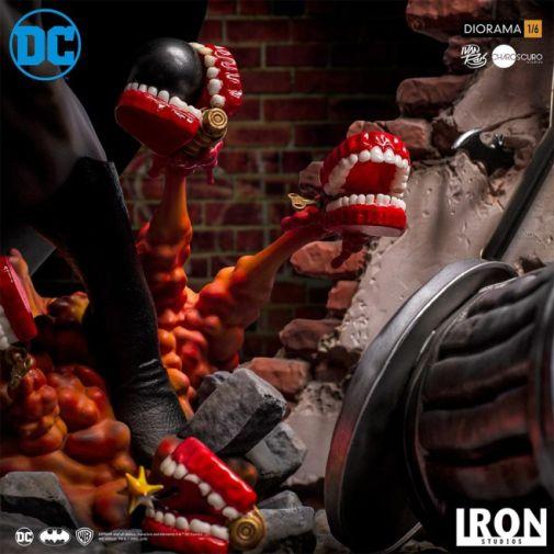 Iron Studios - Batman - Batman cs Joker Battle Diorama - 05