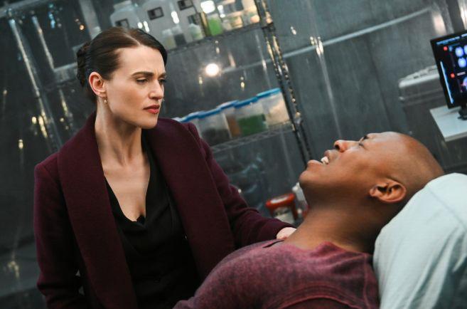 Supergirl - Season 4 - Ep 21 - 17