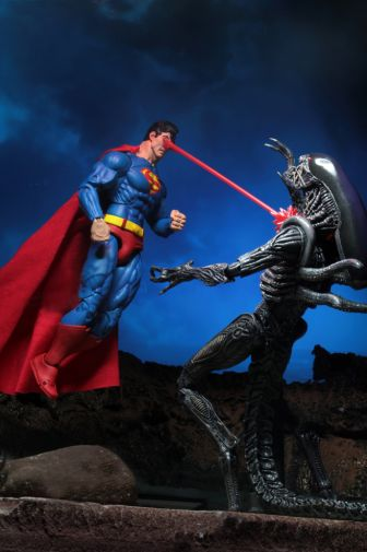 NECA - 2019 Convention Exclusives - Superman vs Alien 2-Pack - 12