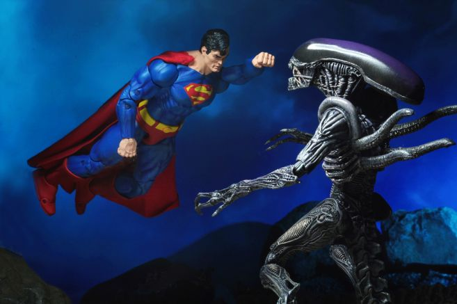 NECA - 2019 Convention Exclusives - Superman vs Alien 2-Pack - 13