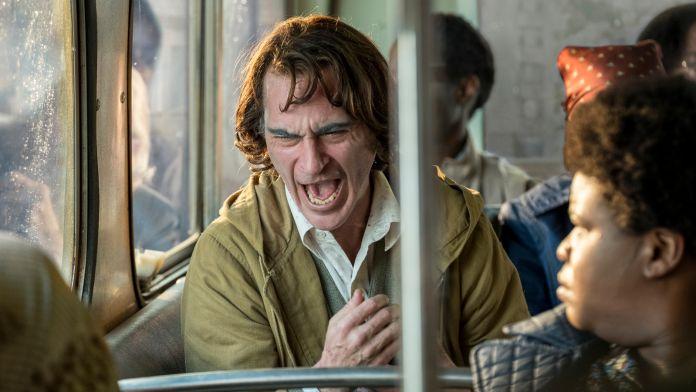 Hasil gambar untuk joker (2019) on bus