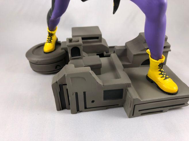diamond-select-toys-comic-gallery-batgirl-11
