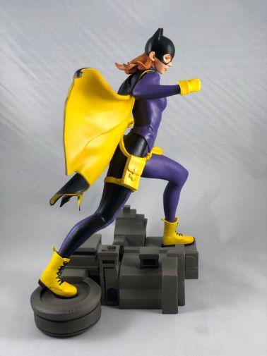 diamond-select-toys-comic-gallery-batgirl-4