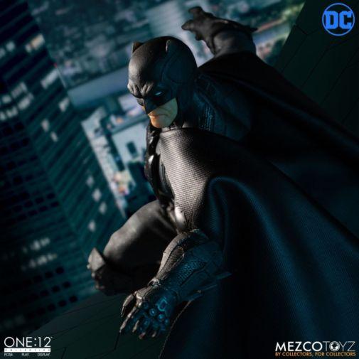 Mezco Toyz - Batman Supreme Knight - 02