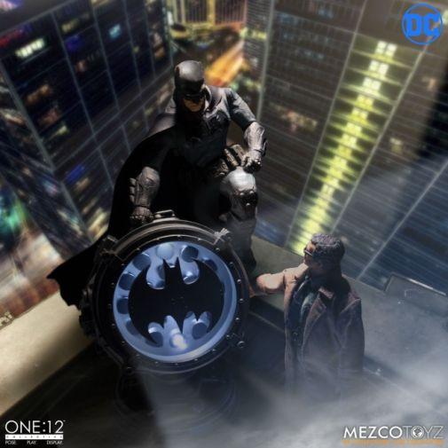 Mezco Toyz - Batman Supreme Knight - 04