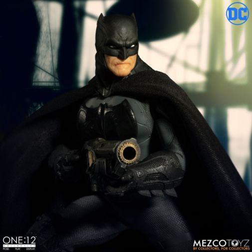Mezco Toyz - Batman Supreme Knight - 08