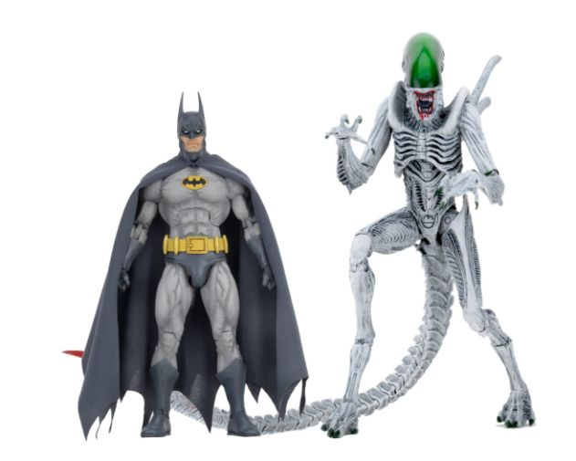 NECA - 2019 Convention Exclusives - Batman vs Alien 2-Pack - 01