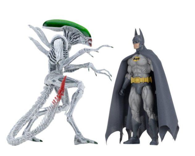 NECA - 2019 Convention Exclusives - Batman vs Alien 2-Pack - 02