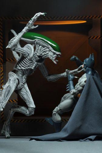NECA - 2019 Convention Exclusives - Batman vs Alien 2-Pack - 13