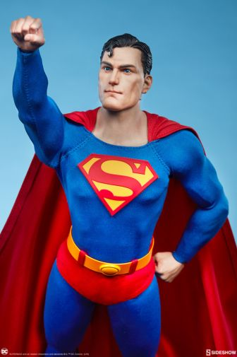 Sideshow - Superman - Sixth Scale Figure - 02