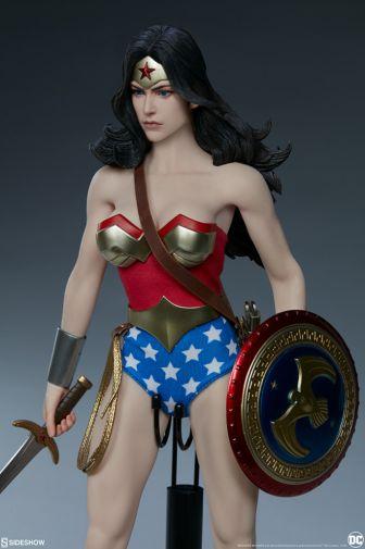 Sideshow - Wonder Woman - Sixth Scale Figure - 03