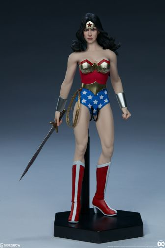 Sideshow - Wonder Woman - Sixth Scale Figure - 06