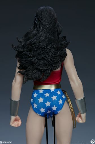 Sideshow - Wonder Woman - Sixth Scale Figure - 07