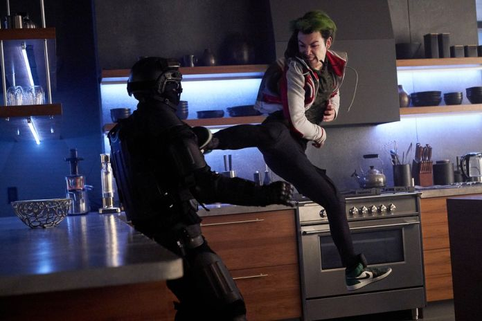 Titans Season 2 Episode 10 Fallen: Kickin' it with Gar