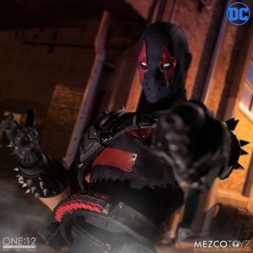 Mezco Toyz - Batman - KGBeast - 07