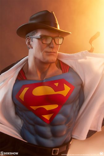 Sideshow - Superman - Call to Action Premium Format Figure - 02