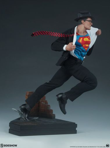 Sideshow - Superman - Call to Action Premium Format Figure - 16