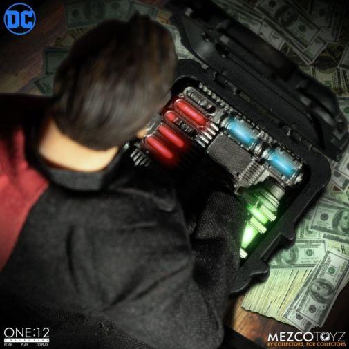 Mezco Toyz - Batman - Two-Face - 03
