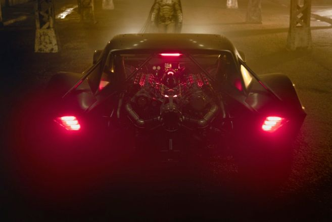 The Batman - 2021 - Batmobile - Reveial - 01