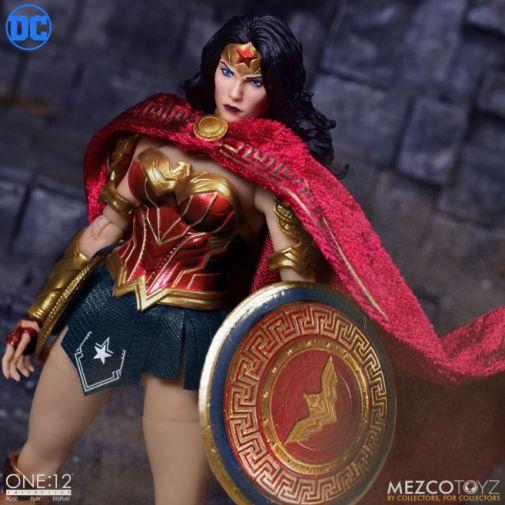 Mezco Toyz - Wonder Woman - 01