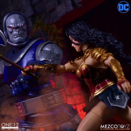 Mezco Toyz - Wonder Woman - 08