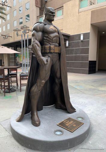 Batman Statue - Burbank - 02