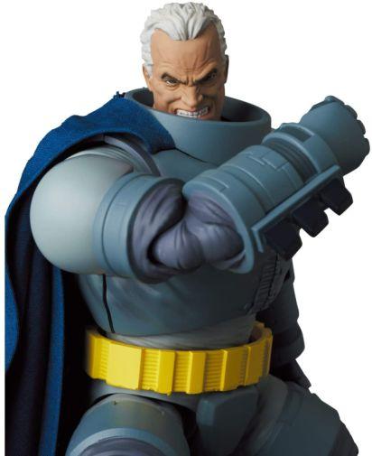 Medicom - MAFEX - The Dark Knight - Armored Batman - 07