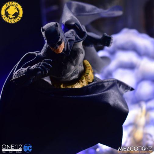 Mezco Toyz - Batman Supreme Knight - Darkest Dawn Edition - 03