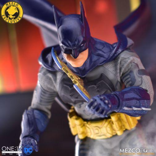 Mezco Toyz - Batman Supreme Knight - Darkest Dawn Edition - 06