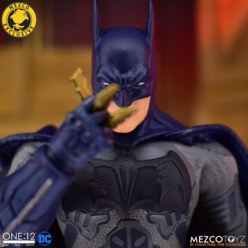 Mezco Toyz - Batman Supreme Knight - Darkest Dawn Edition - 07