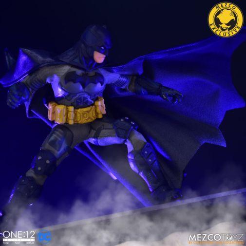 Mezco Toyz - Batman Supreme Knight - Darkest Dawn Edition - 08