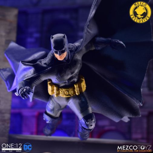 Mezco Toyz - Batman Supreme Knight - Darkest Dawn Edition - 16