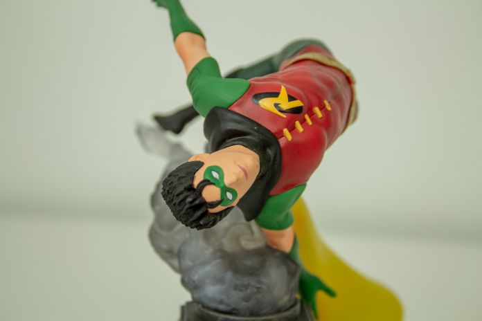 DC Gallery Robin by Diamond Select
