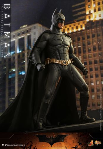 Hot Toys - Batman Begins - Batman and Batmobile - 02