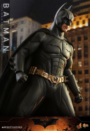 Hot Toys - Batman Begins - Batman and Batmobile - 10