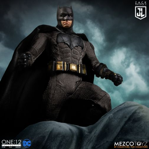 Mezco Toys - Zack Snyders Justice League - Batman - 01