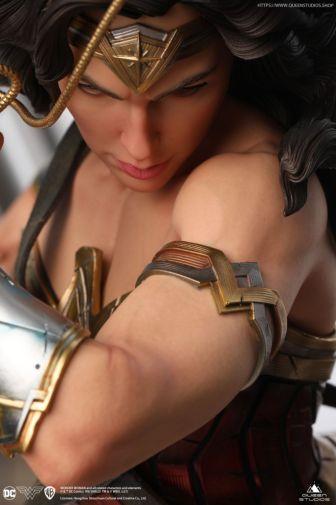 Queen Studios - Wonder Woman - 19