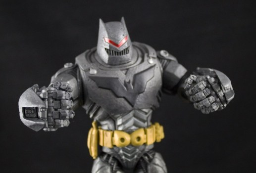 DC-Collectibles-Thrasher-Suit-Batman-13