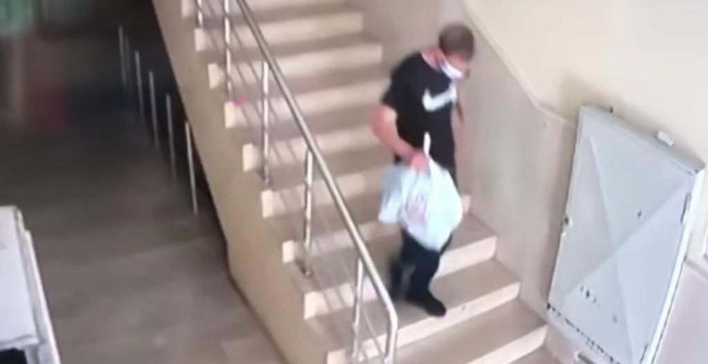 Batman'da apartmanda ayakkabı çalan hırsız kameraya yakalandı