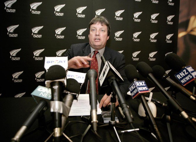 Snedden stepped down since he wants to concentrate on his new position as chief executive of a New Zealand-based event development and promotion company