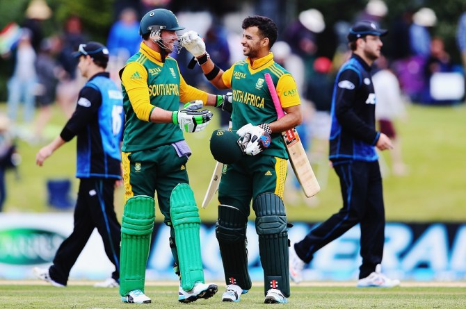 De Villiers and Duminy celebrate after leading South Africa to victory