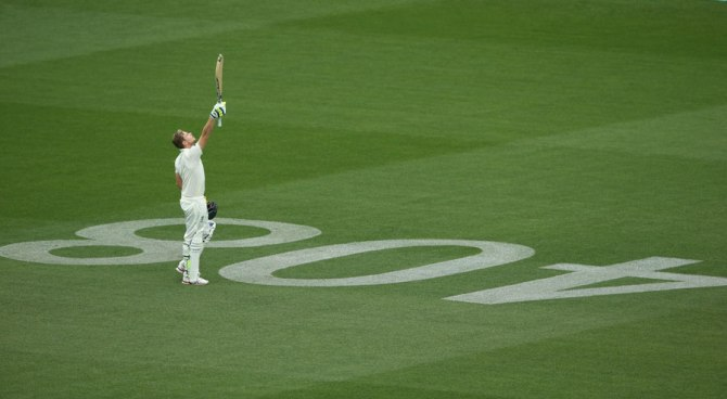 Smith pays tribute to Phillip Hughes after scoring his century