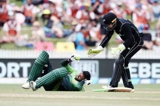 Shoaib Malik delayed concussion Colin Munro throw head New Zealand Pakistan 4th ODI Hamilton cricket
