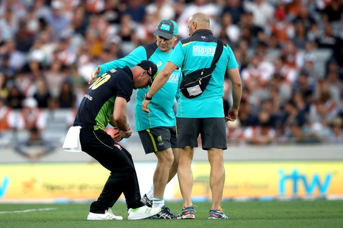 Chris Lynn dislocated right shoulder New Zealand Australia T20 tri-series final Auckland cricket